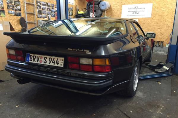 Porsche_944